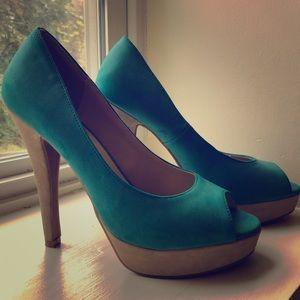 "Elle turquoise peep toe 5.5"" pumps, size 8"